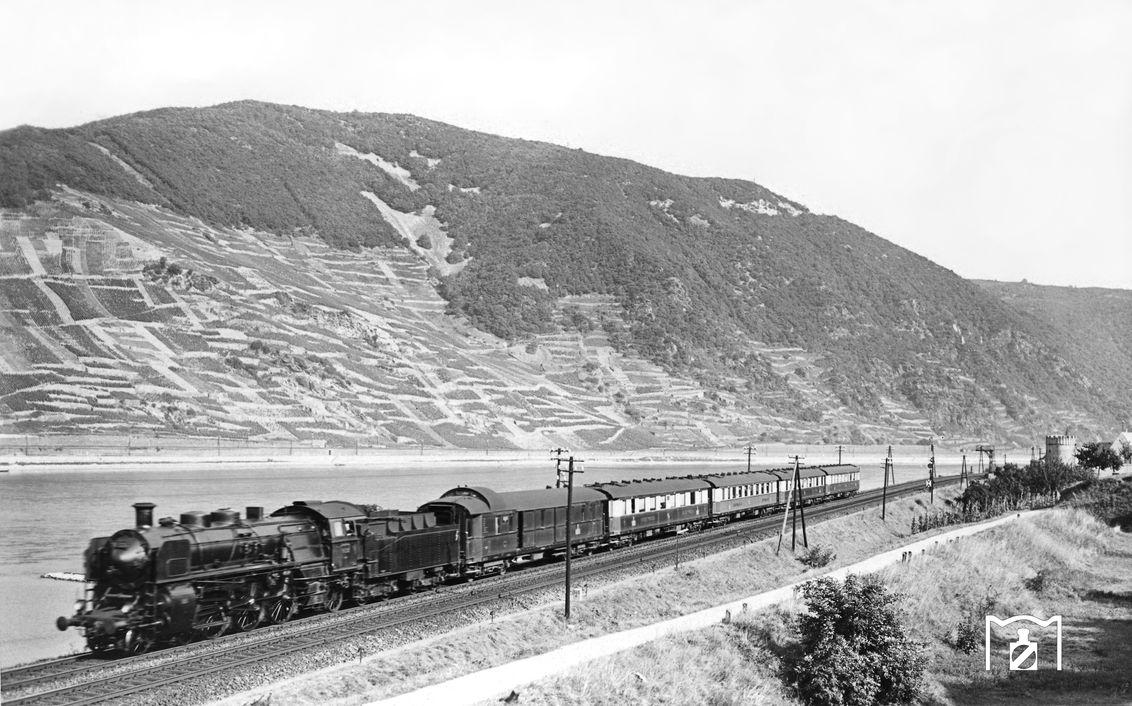 FFD 101 mit 18 536 im Rheintal bei Trechtingshausen. (17.09.1932) Foto: DLA Darmstadt (Bellingrodt) Fotolink: Eisenbahnstiftung