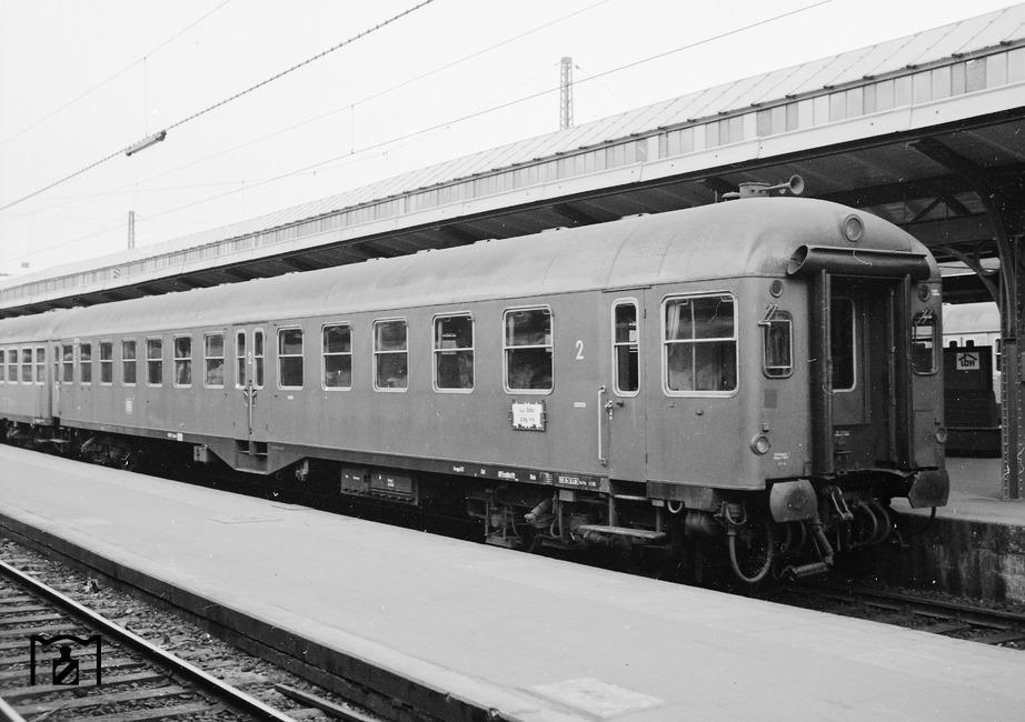 """Steuerwagen B4ymf """"40031 Ksl"""" in Kassel Hbf. (04.1968) Foto: Reinhard Todt Fotolink: eisenbahnstiftung.de"""