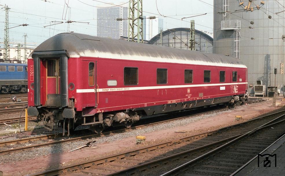WLAB4mh175 TEN in Frankfurt/M. Hbf  (09.1984) Foto: Benno Wiesmüller, Bildlink eisenbahnstiftung.de