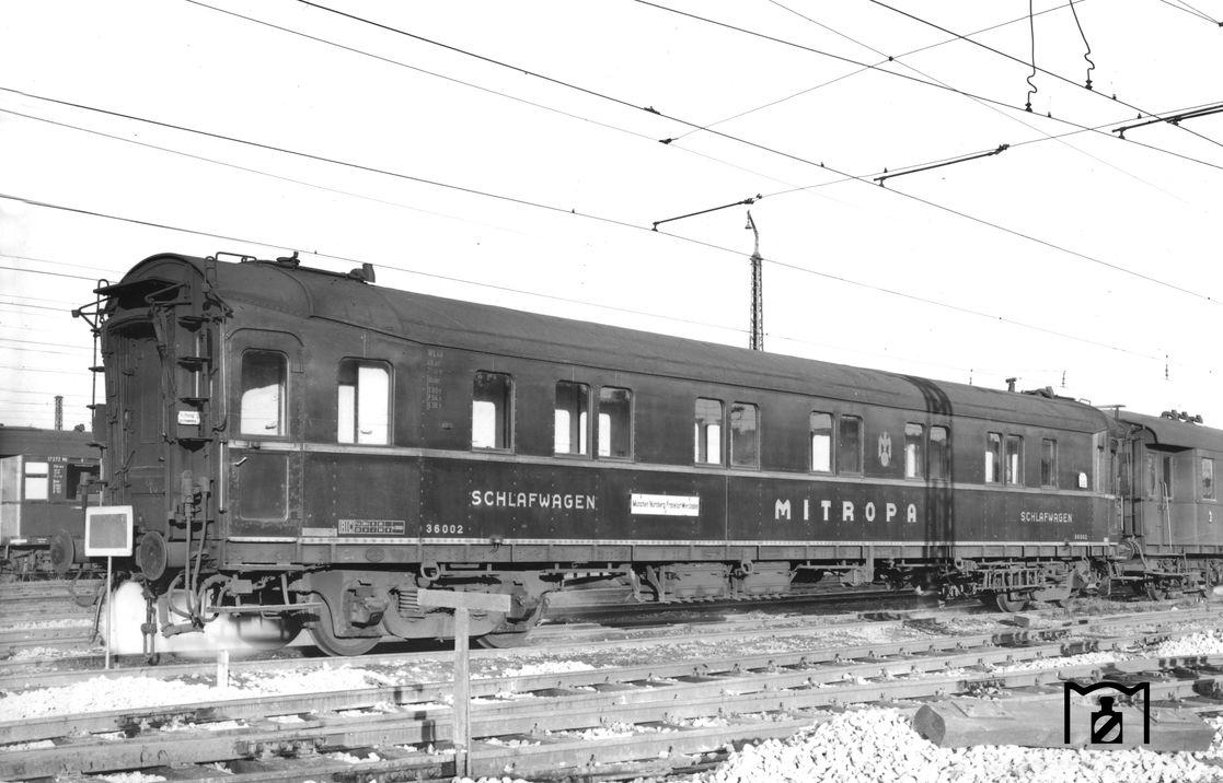 DRG-Schlafwagen Nr. 36002 WLC4ü-21a, München Hbf (1951) Foto: Dr. Scheingraber Bildlink: eisenbahnstiftung.de