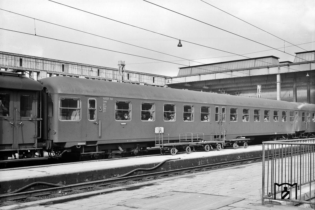 C4ymg51-Wagen 40031Ksl in München Hbf 1953, Foto: Joachim Claus, Bildlink: eisenbahnstiftung.de