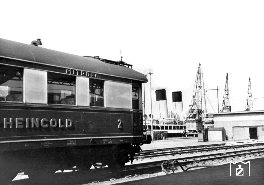 RHEINGOLD in Hoek van Holland 1938 Foto: RVM Link: www.eisenbahnstiftung.de