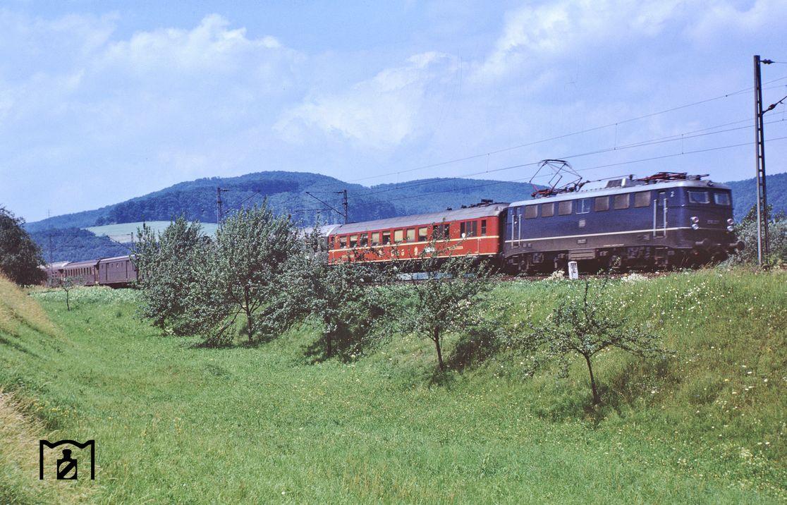 Schnellzug bei Ippensen nahe Kreiensen. (07.1963) Foto: Robin Fell Bildlink: Eisenbahnstiftung