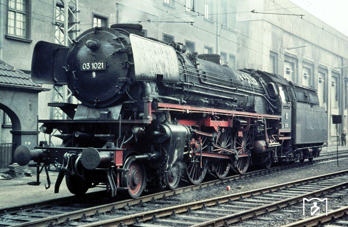 03 1021 im Bw Hagen-Eckesey. (08.1964) Foto: Manfred van Kampen Bildlink: eisenbahnstiftung.de