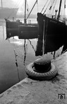 Winterstimmung im Hamburger Hafen. (02.1956) <i>Foto: Walter Hollnagel</i>