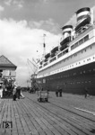 "Dampfer ""New York"" der Hamburg-Amerika-Linie am Pier ""Steubenhööft"" in Cuxhaven.  (05.1937) <i>Foto: Walter Hollnagel</i>"